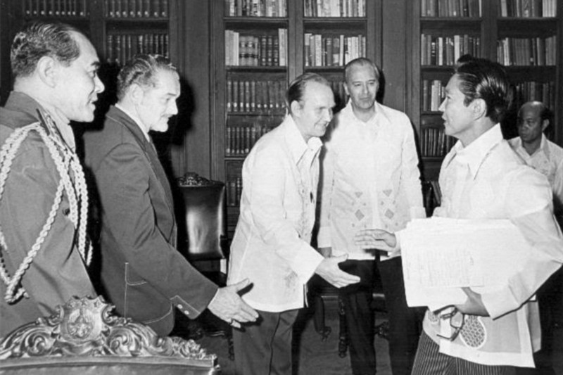 robert-curtis-meets-marcos